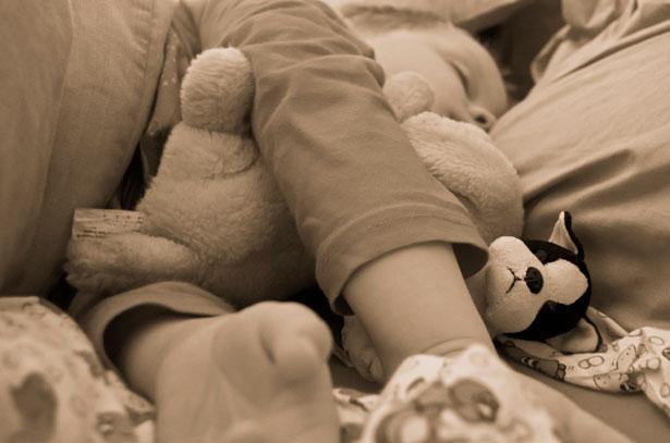sleeping-child-with teddy
